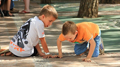 Niños: Seguir aprendiendo en vacaciones con buena compañía y entretención – PadresOk
