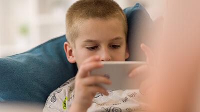 Alumnos de colegios pagados usan más el computador y el celular predomina en públicos |  El Mercurio